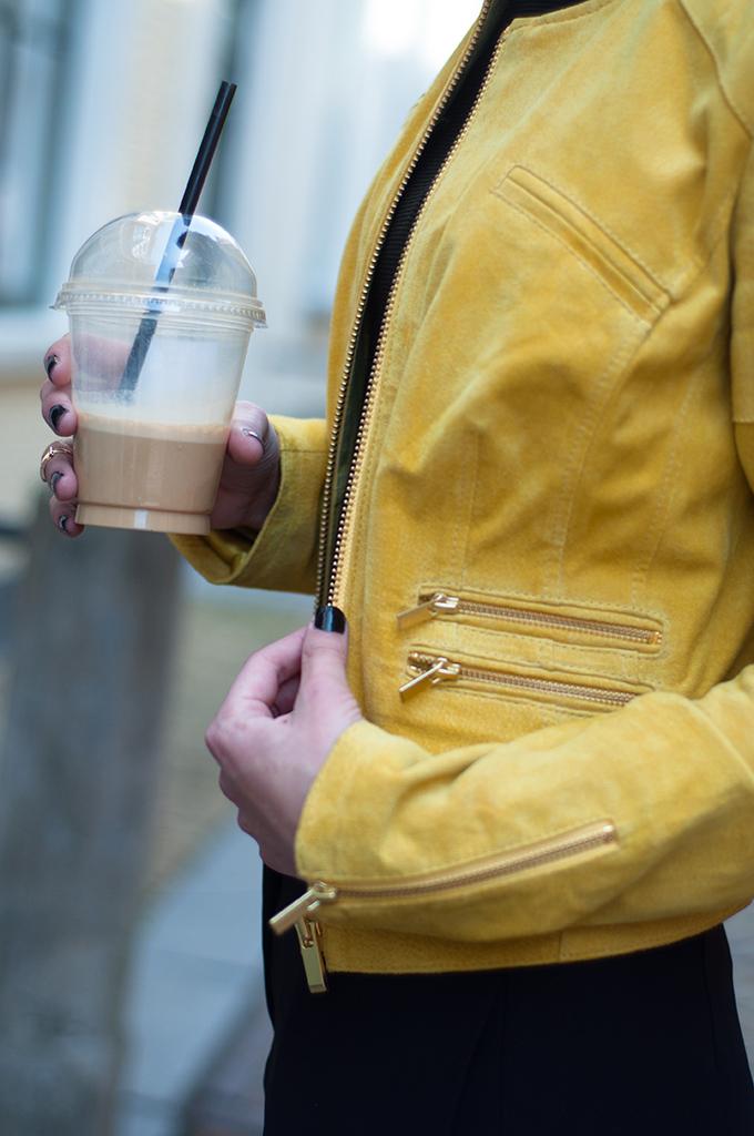 RED REIDING HOOD: Fashion blogger wearing Capri BLUEGOLD leren jas Chanel streetstyle