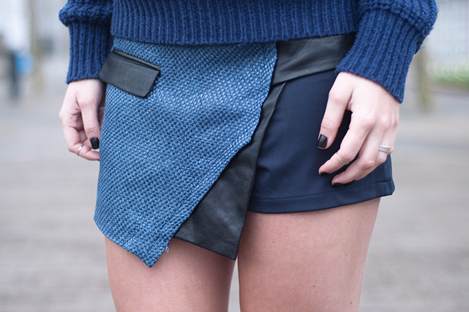 RED REIDING HOOD: Fashion blogger wearing navy blue outfit skorts streetstyle