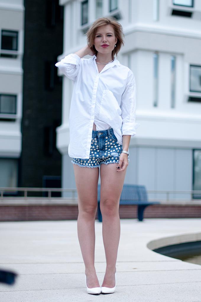 RED REIDING HOOD: Fashion blogger wearing One Teaspoon denim shorts streetstyle oversized shirt Zara