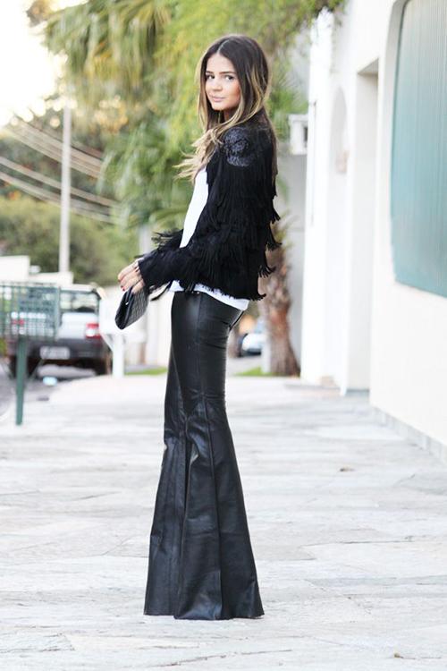 RED REIDING HOOD: Fashion blogger wearing black flared leather pants streetstyle Pinterest