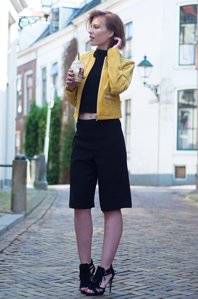 RED REIDING HOOD: Fashion blogger wearing suede yellow leather jacket culottes streetstyle crop top