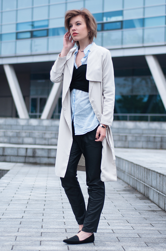 RED REIDING HOOD: Fashion blogger wearing black tapered leather pants trench coat H&M bustier crop top