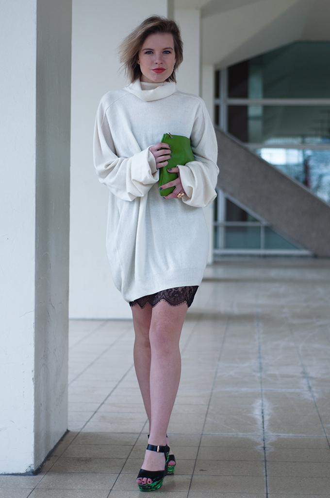 RED REIDING HOOD: Fashion blogger wearing Maison Martin Margiela cashmere turtleneck jumper lace dress streetstyle