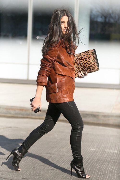 RED REIDING HOOD: Fashion blogger wearing leather on leather black and brown outfit leopard clutch streetstyle Pinterest