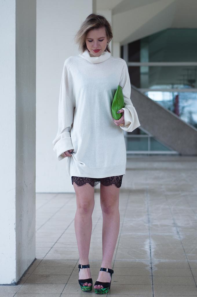 RED REIDING HOOD: Fashion blogger wearing oversized cashmere sweater dress lingerie dress Zara Clarks sandals streetstyle