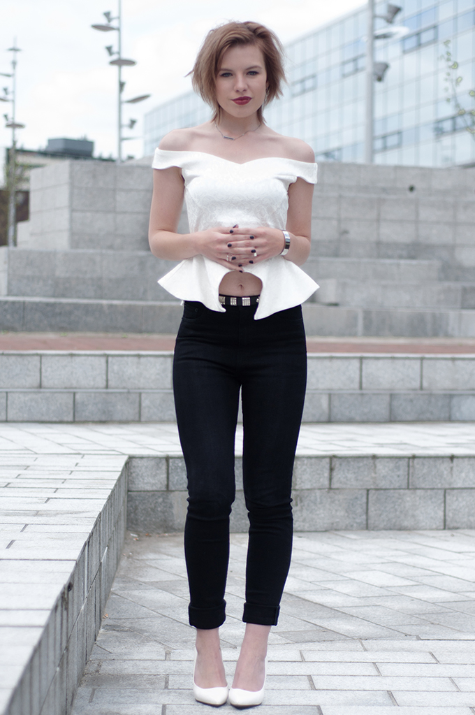 RED REIDING HOOD: Fashion blogger wearing black and white outfit  model off duty high waisted jeans streetstyle peplum