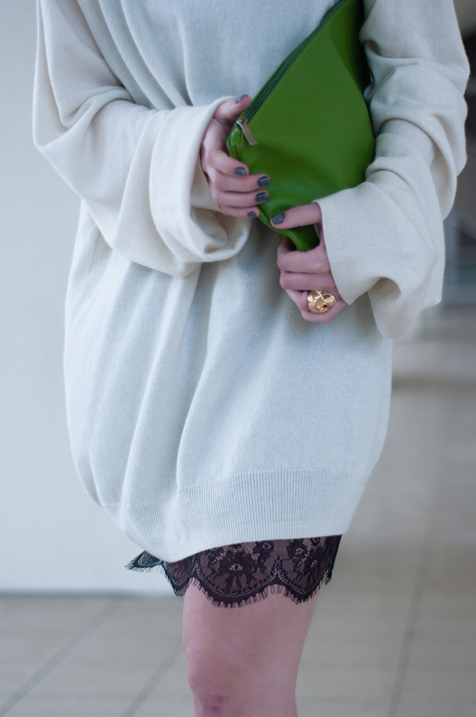 RED REIDING HOOD: Fashion blogger wearing Maison Martin Margiela for H&M cashmere sweater dress white lace dress Zara green clutch Frenchonista streetstyle skull ring
