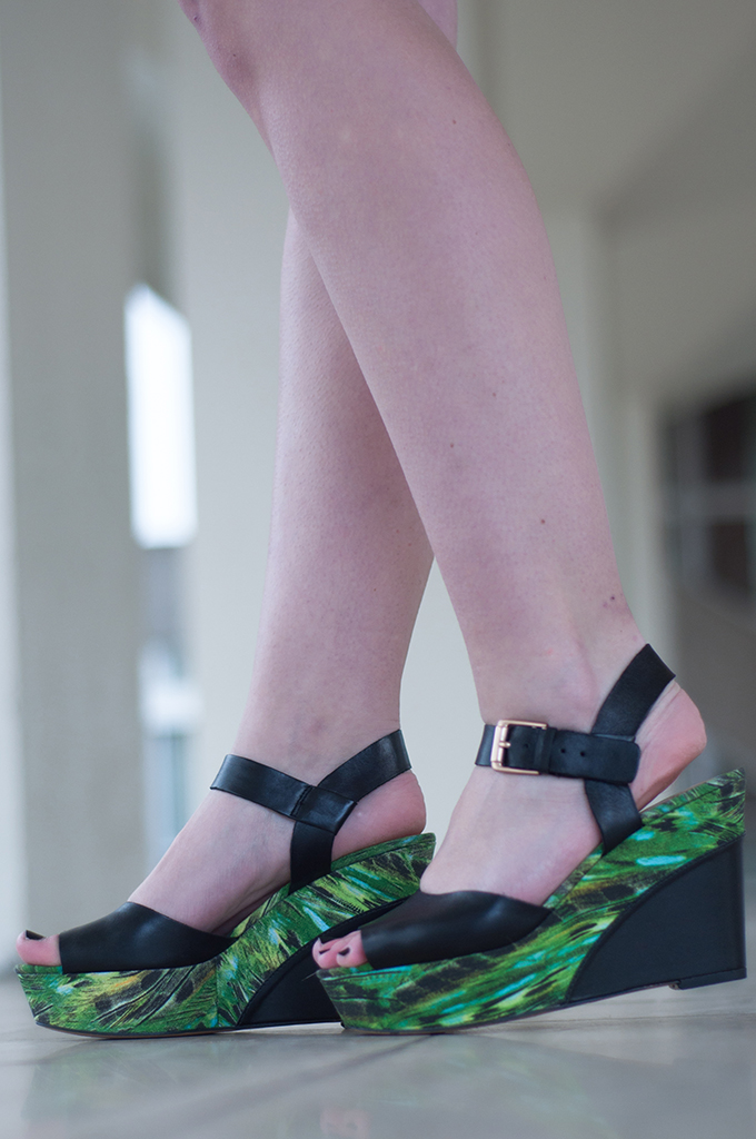 RED REIDING HOOD: Fashion blogger wearing Clarks Scorpio Star sandals streetstyle