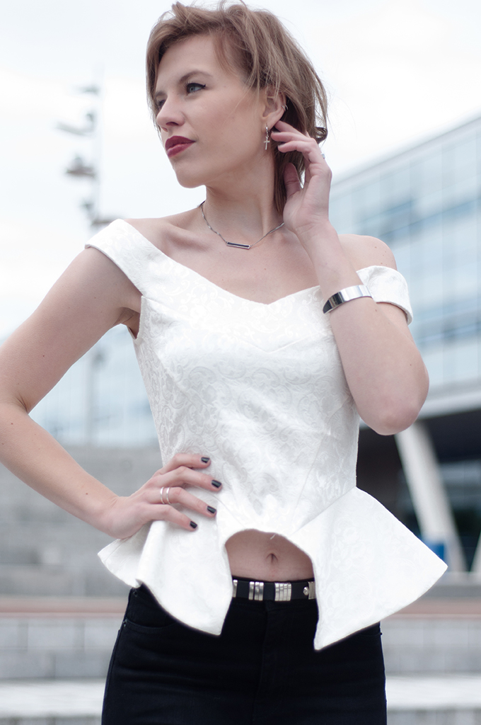 RED REIDING HOOD: Fashion blogger wearing peplum top lace bustier outfit details high waisted jeans streetstyle