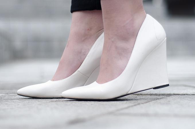 RED REIDING HOOD: Fashion blogger wearing Mango wedge heels streetstyle