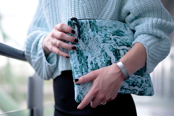 RED REIDING HOOD: Fashion blogger wearing cropped jumper H&M Trend mint marble clutch pencil skirt outfit details streetstyle bandhu
