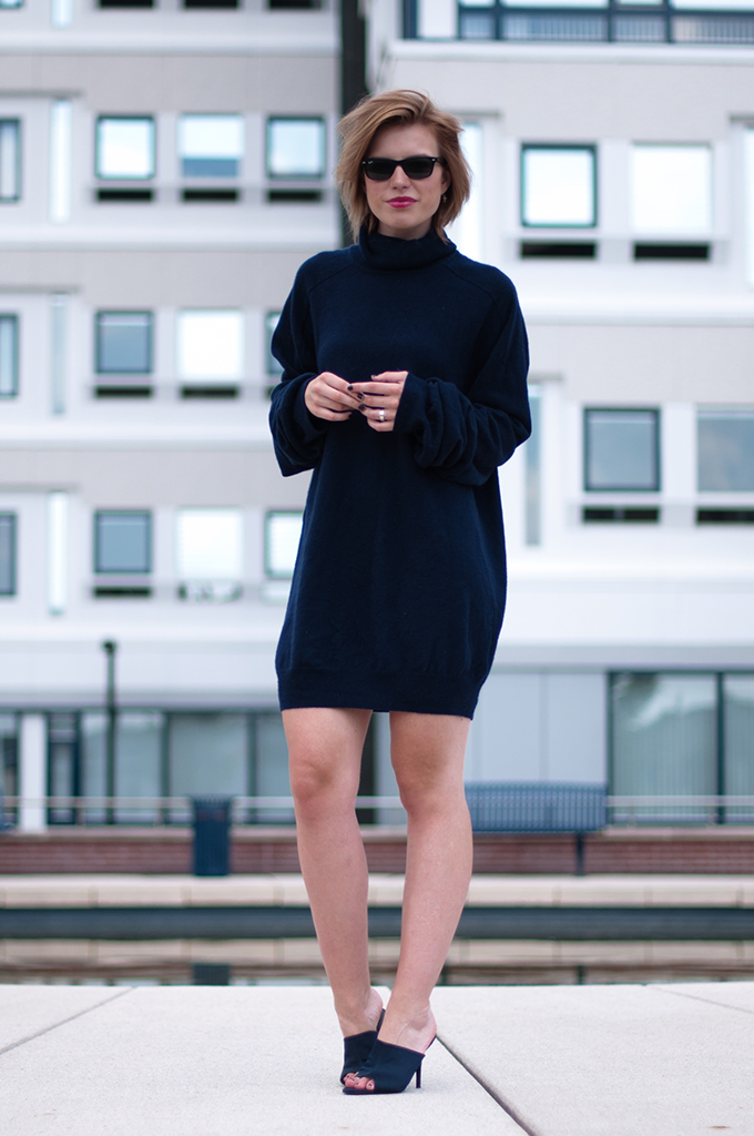 RED REIDING HOOD: Fashion blogger wearing navy blue sweater dress Margiela H&M cashmere jumper outfit mules streetstyle