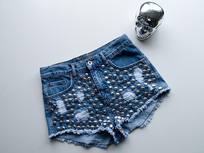 RED REIDING HOOD: Fashion blogger One Teaspoon shorts KO The Sting high waisted denim shorts studded jeans Amy & Ivy