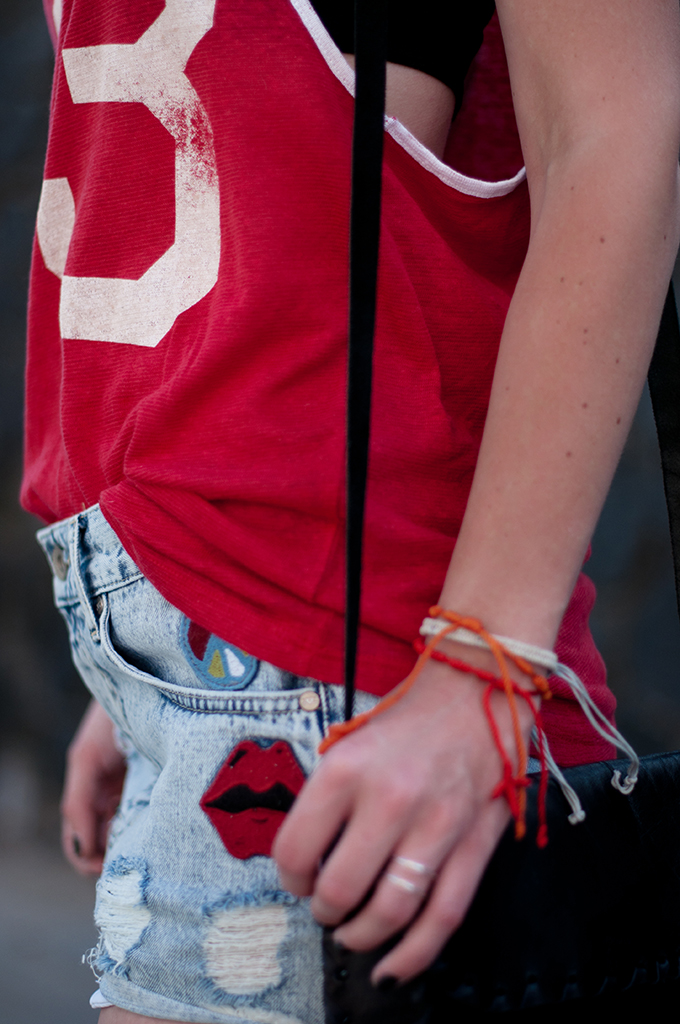 RED REIDING HOOD: Fashion blogger wearing high waisted denim shorts sporty top armparty streetstyle The Sting