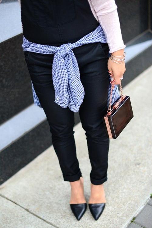 RED REIDING HOOD: www.redreidinghood.com gingham shirt tied around the waist trend streetstyle rose gold bag