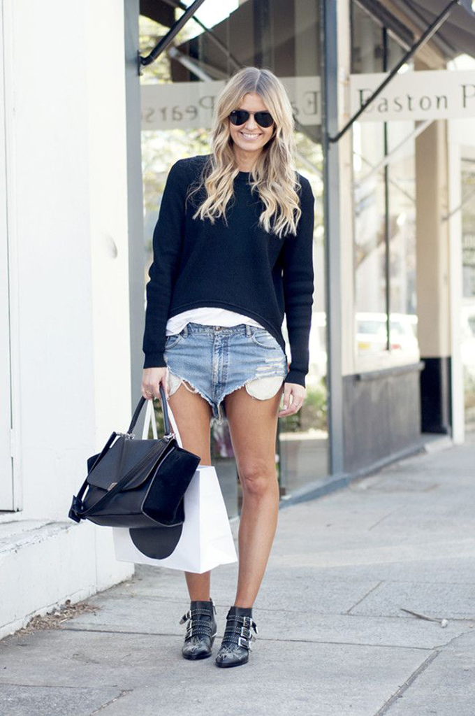 RED REIDING HOOD: Fashion blogger Elle Ferguson wearing One Teaspoon shorts They All Hate Us streetstyle model off duty look