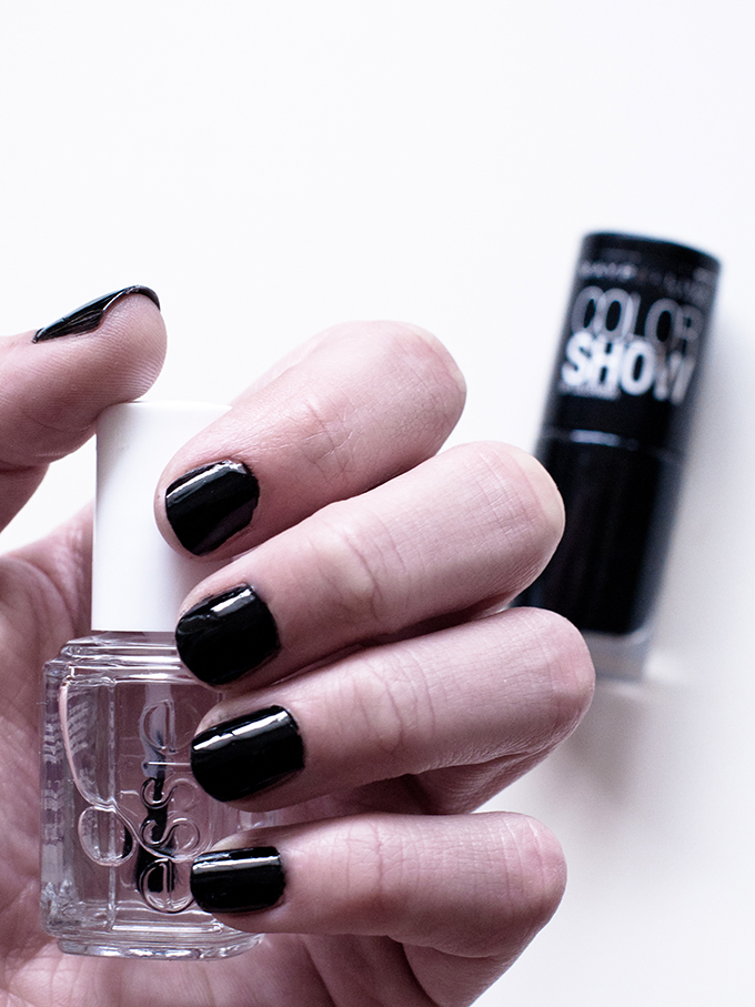 RED REIDING HOOD: Blog Essie No chips ahead review ervaring experience maybelline color show black out nailpolish