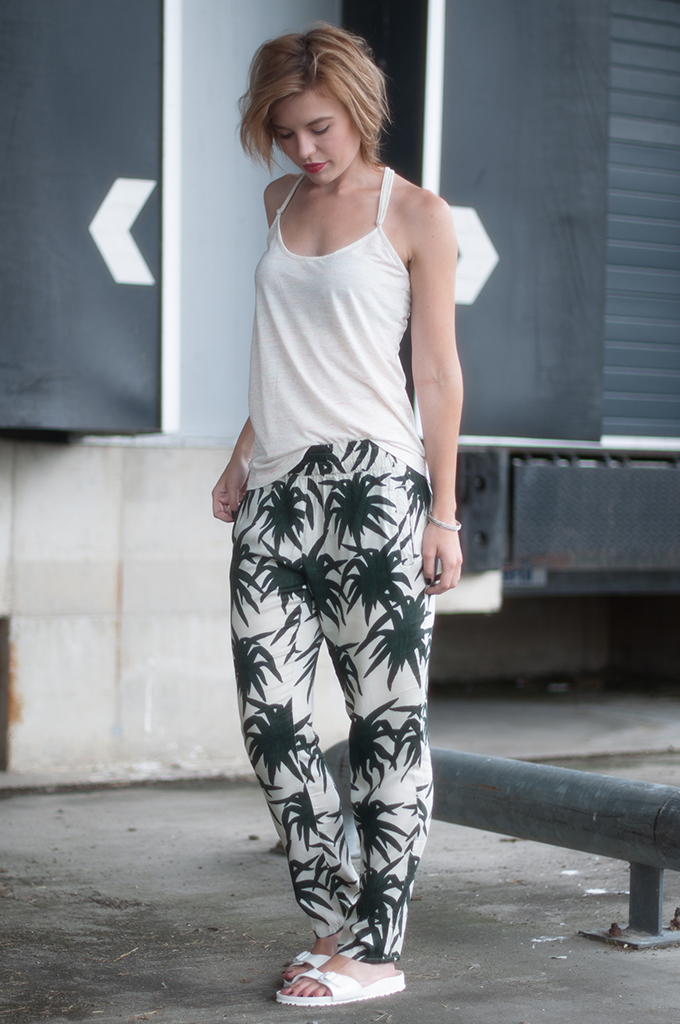 RED REIDING HOOD: Fashion blogger wearing all white birkenstock slides streetstyle palm print trousers Ganni model off duty look