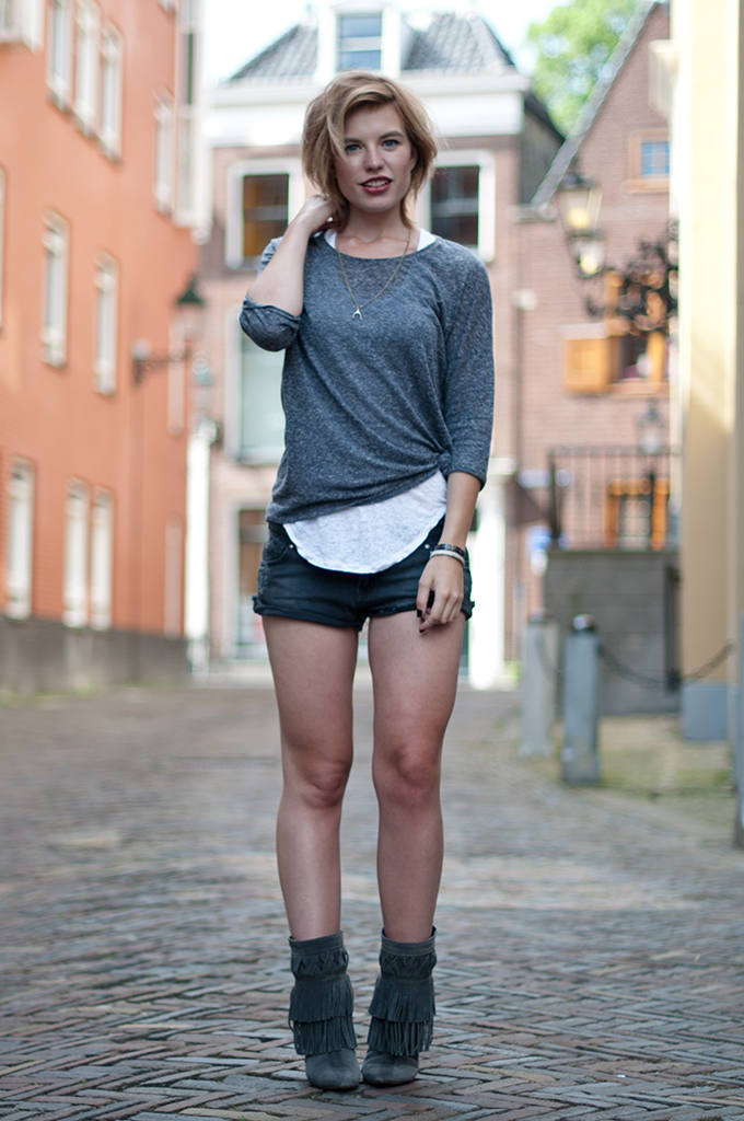 RED REIDING HOOD: Fashion blogger wearing easy summer look fringe boots Isabel Marant pour H&M tank top streetstyle layers