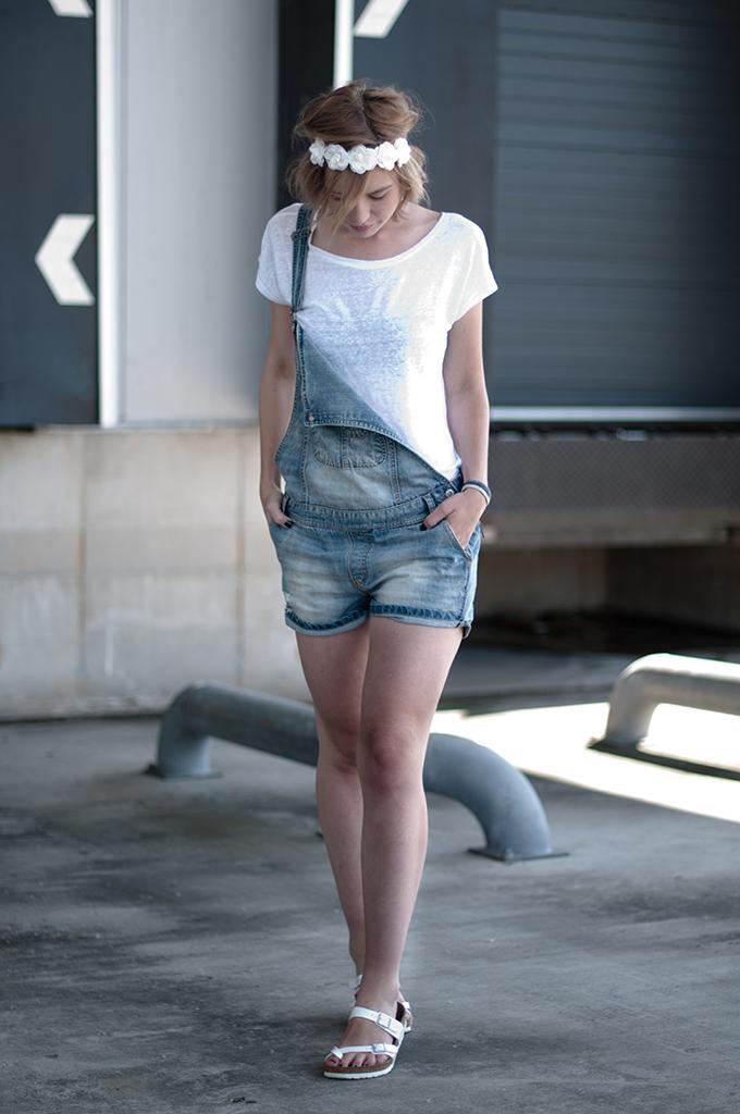 RED REIDING HOOD: Fashion blogger wearing festival outfit denim dungarees streetstyle birkenstocks model off duty look
