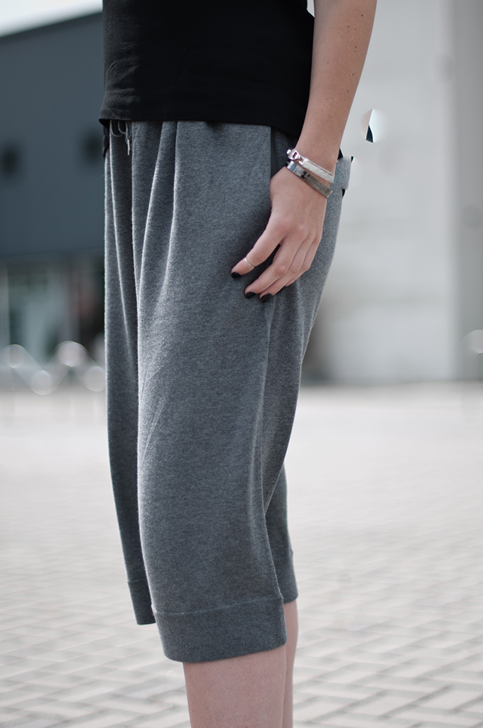 RED REIDING HOOD: Fashion blogger wearing Acne Studios Heidi Culottes The Outnet streetstyle outfit details Bandhu