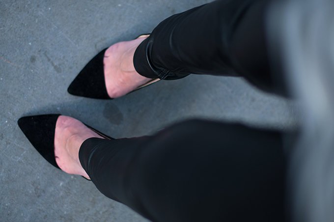 RED REIDING HOOD: Fashion blogger wearing leather pants streetstyle cut out pointy pumps from where I stand look