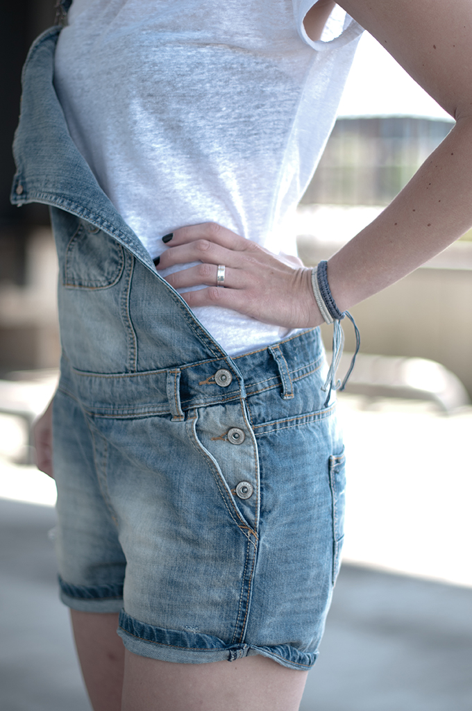 RED REIDING HOOD: Fashion blogger wearing denim dungarees outfit details festival look streetstyle