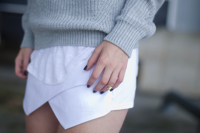 RED REIDING HOOD: Fashion blogger wearing white skort streetstyle summer layers outfit heavy knit isabel marant pour H&M tank