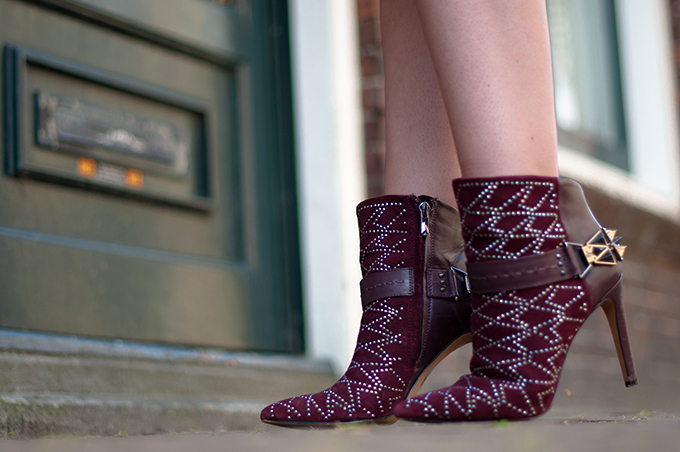 RED REIDNG HOOD: Fashion blogger wearing Sam Edelman Mila ankle boots streetstyle Isabel Marant oxblood outfit details burgundy