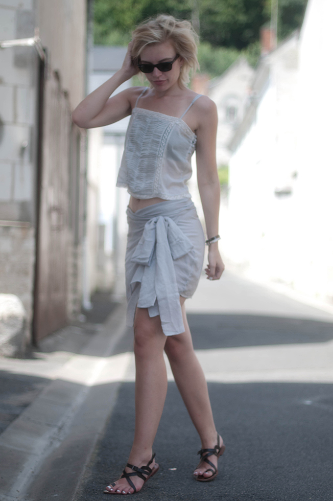 RED REIDING HOOD: Fashion blogger wearing Charlotte Kan shirt skirt streetstyle Zara cropped top romantic look festival holiday vacation outfit