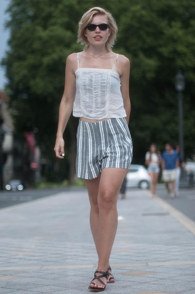 RED REIDING HOOD: Fashion blogger weairng high waisted shorts Zara TRF crop top street style strappy greek sandals