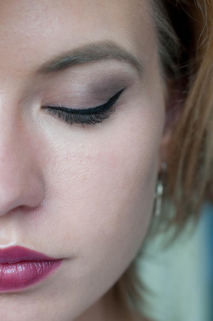 RED REIDING HOOD: Beauty blogger make up look W7 in the nude palette review urban decay naked palette