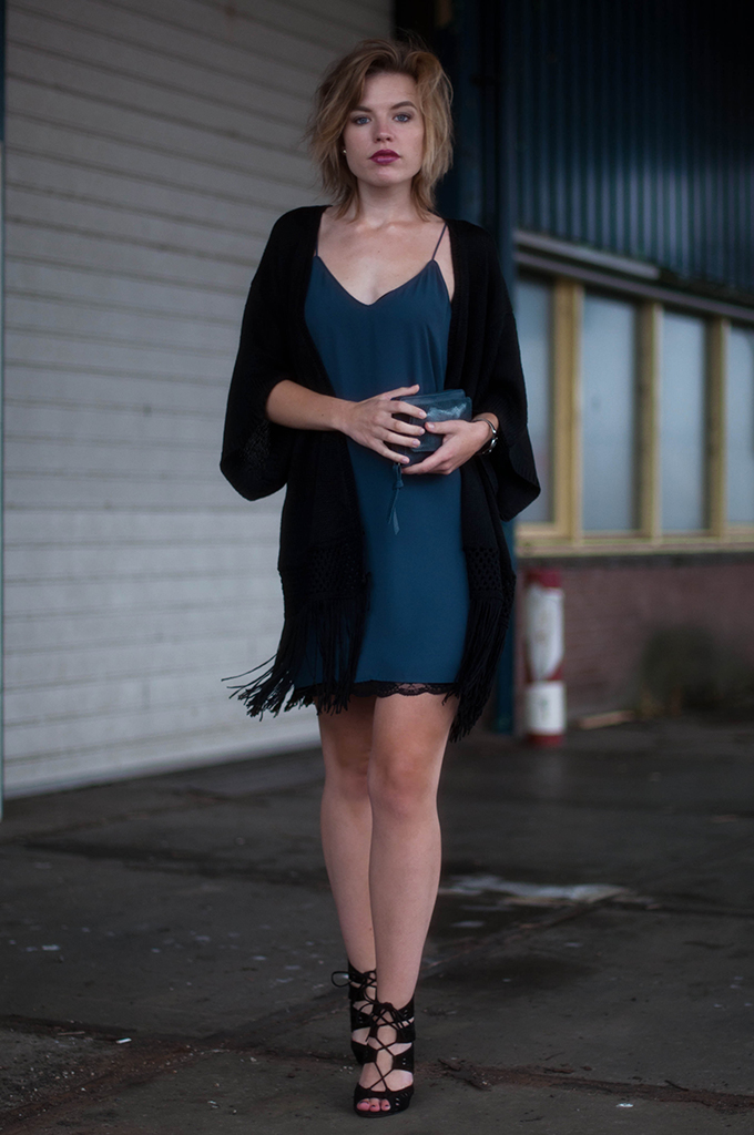 RED REIDING HOOD: Fashion blogger wearing Zara lace slip dress lingerie dress primark kimono streetstyle lace up sandals