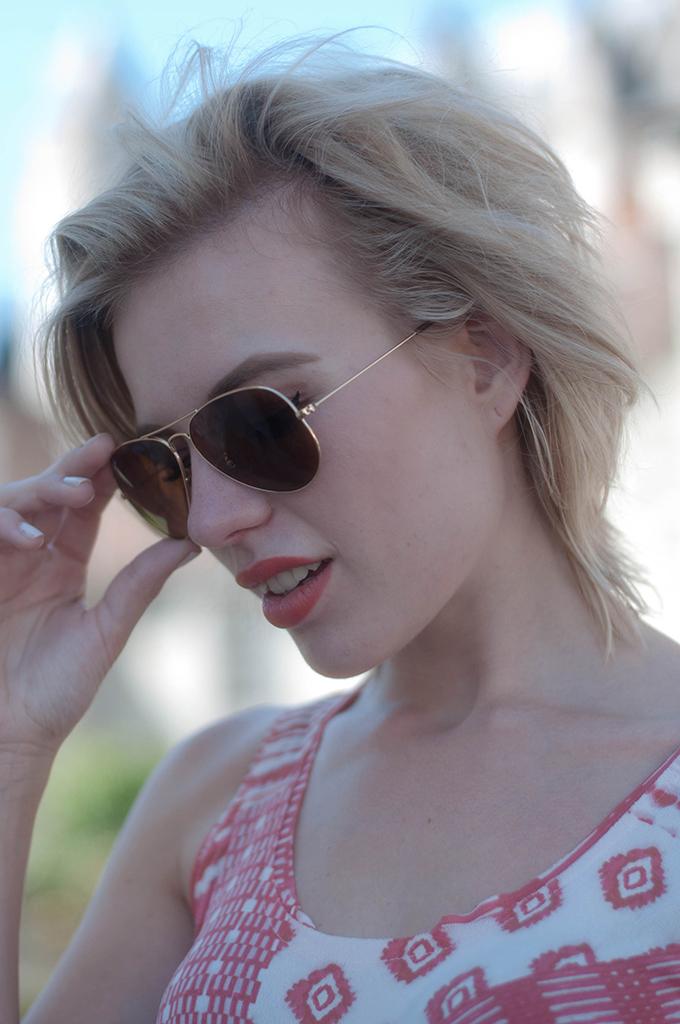 RED REIDING HOOD: Fashion blogger wearing Ray-Ban aviator gold messy hair don't care ash blond grey hair