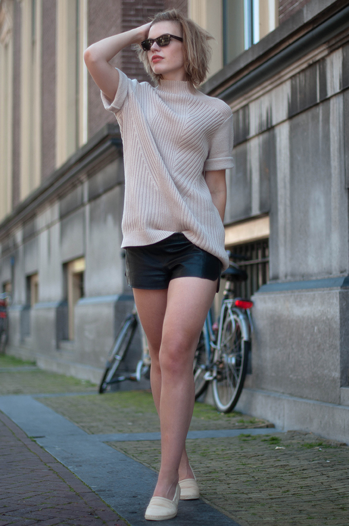 RED REIDING HOOD: Fashion blogger wearing H&M Trend heavy knit jumper streetstyle leather shorts rehab footwear loafers