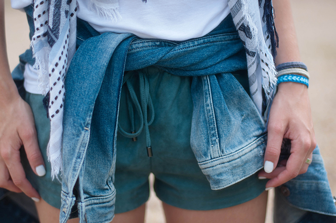 RED REIDING HOOD: Fashion blogger wearing turquoise suede jogger shorts streetstyle denim jacket tied around the waist outfit details