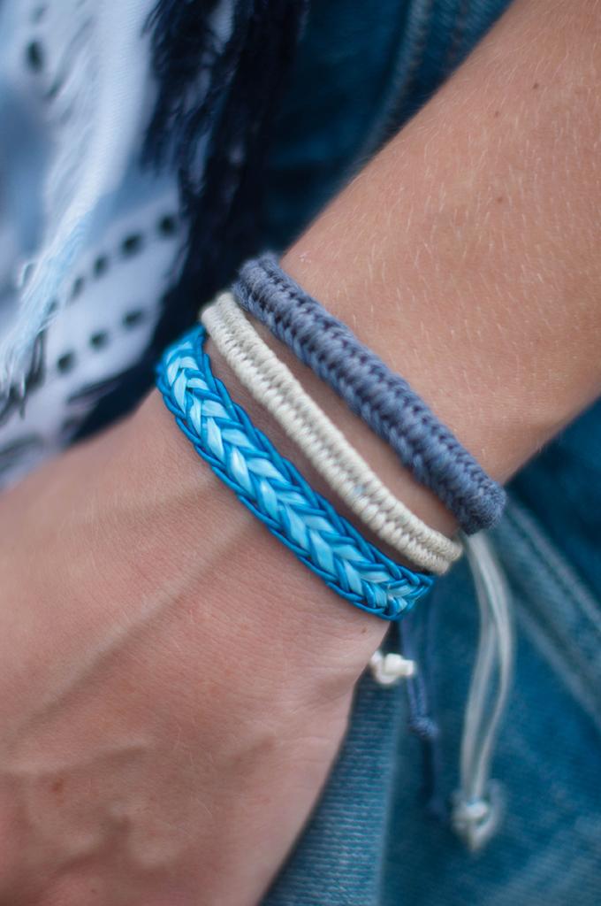 RED REIDING HOOD: Fashion blogger wearing DIY friendship bracelets market festival look outfit details