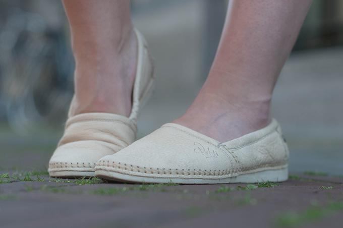 RED REIDING HOOD: Fashion blogger wearing loafers streetstyle rehab footwear