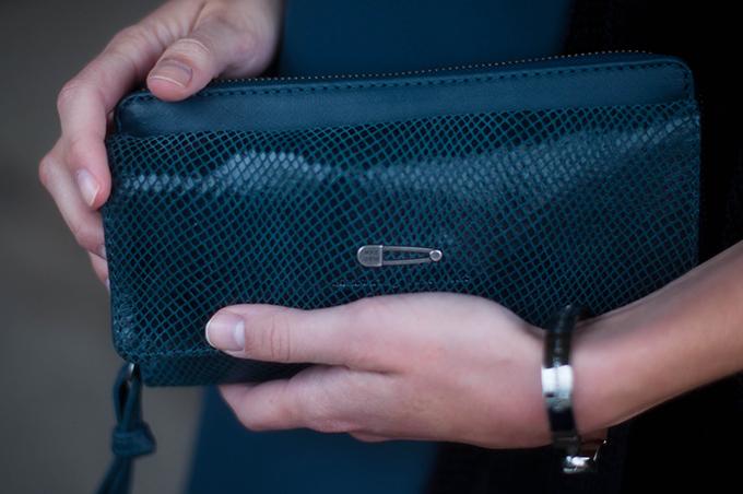 RED REIDING HOOD: Blue leather IKKS origins waitress wallet purse