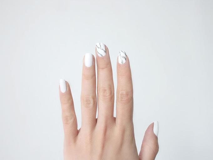 RED REIDING HOOD: DIY marble nails love aesthetics minimalistic manicure inspiration pinterest