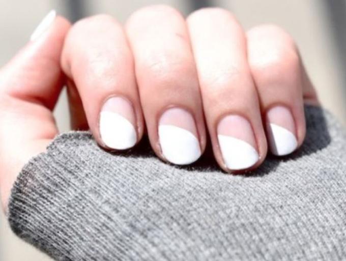 RED REIDING HOOD: DIY half moon white nails minimalistic manicure inspiration pinterest