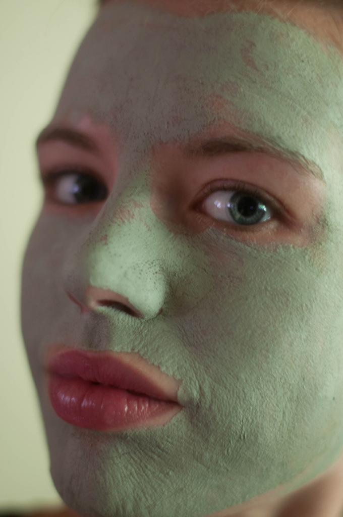 RED REIDING HOOD: Beauty blogger groene klei masker de tuinen review ervaring tea tree olie green face mask