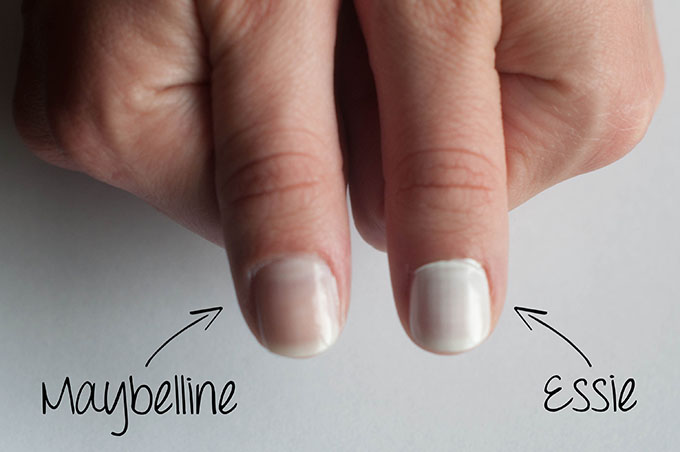 RED REIDING HOOD: Beauty review nail polish maybelline color show winter baby versus Essie Blanc