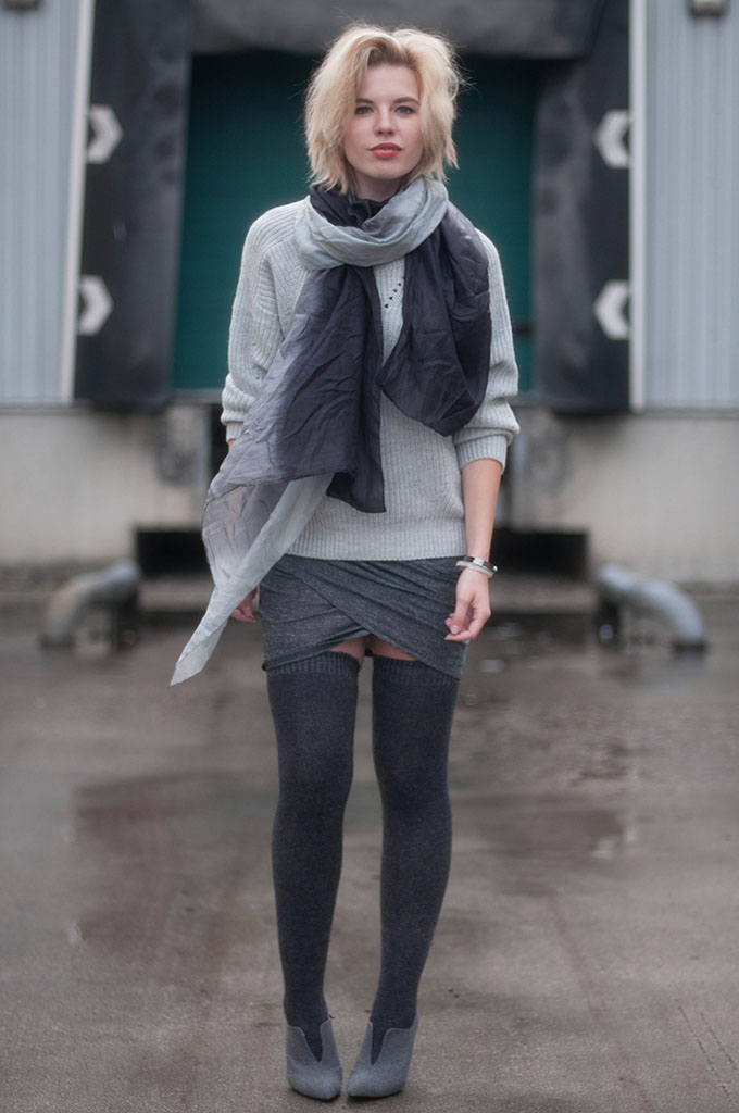 RED REIDING HOOD: Fashion blogger wearing layers outfit autumn fall look stockings thigh high socks overknees street style ombre gradient scarf