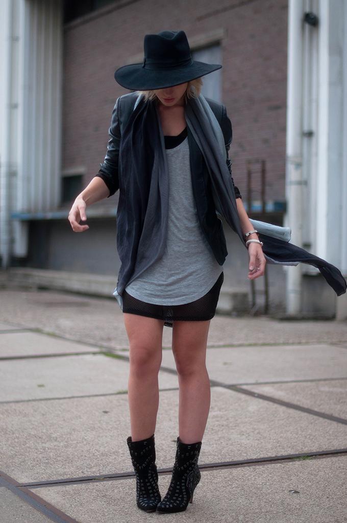 RED REIDING HOOD: Fashion blogger wearing mesh dress layers street style mango leather blazer outfit