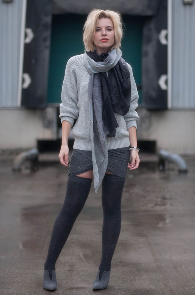 RED REIDING HOOD: Fashion blogger wearing gradient ombre scarf street style stockings knee high socks model off duty look fall layers all grey everything