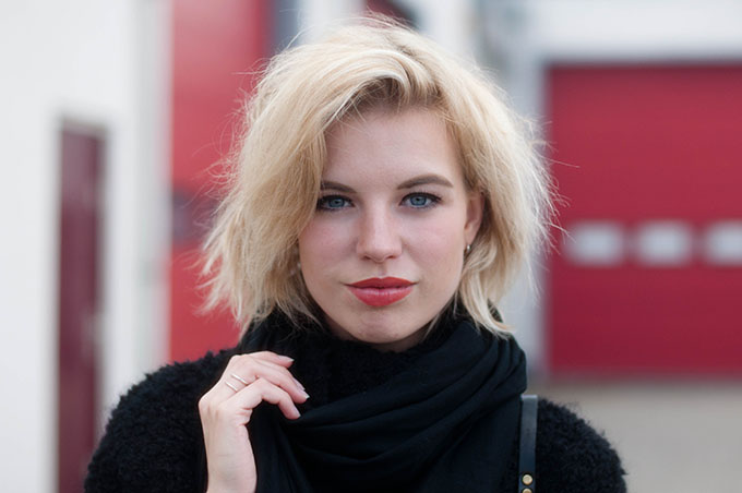 RED REIDING HOOD: Fashion blogger short blond hair messy hair don't care