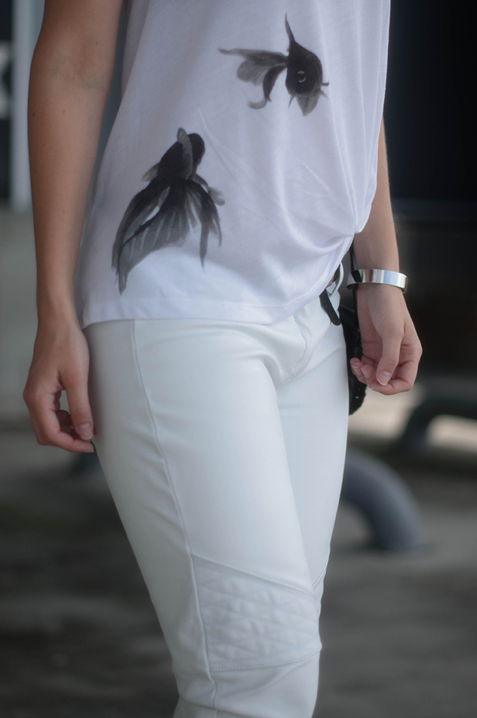 RED REIDING HOOD: Fashion blogger projectool CoolCat T-shirt go with the flow vissen fish tattoo idea all white outfit