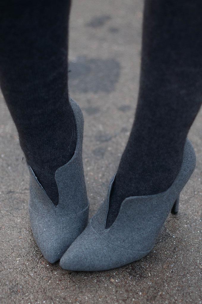 RED REIDING HOOD: Fashion blogger wearing woolen tights grey over the knee socks streetstyle invito schoenen