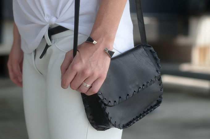 RED REIDING HOOD: Fashion blogger wearing all white outfit black leather cross body bag street style